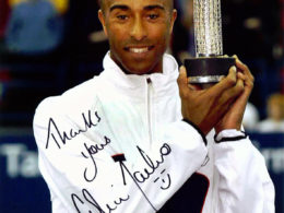 Colin Jackson with commemorative trophy designed by Anna Lorenz